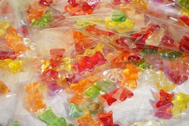 zabalené cukrovinky v sáčcích