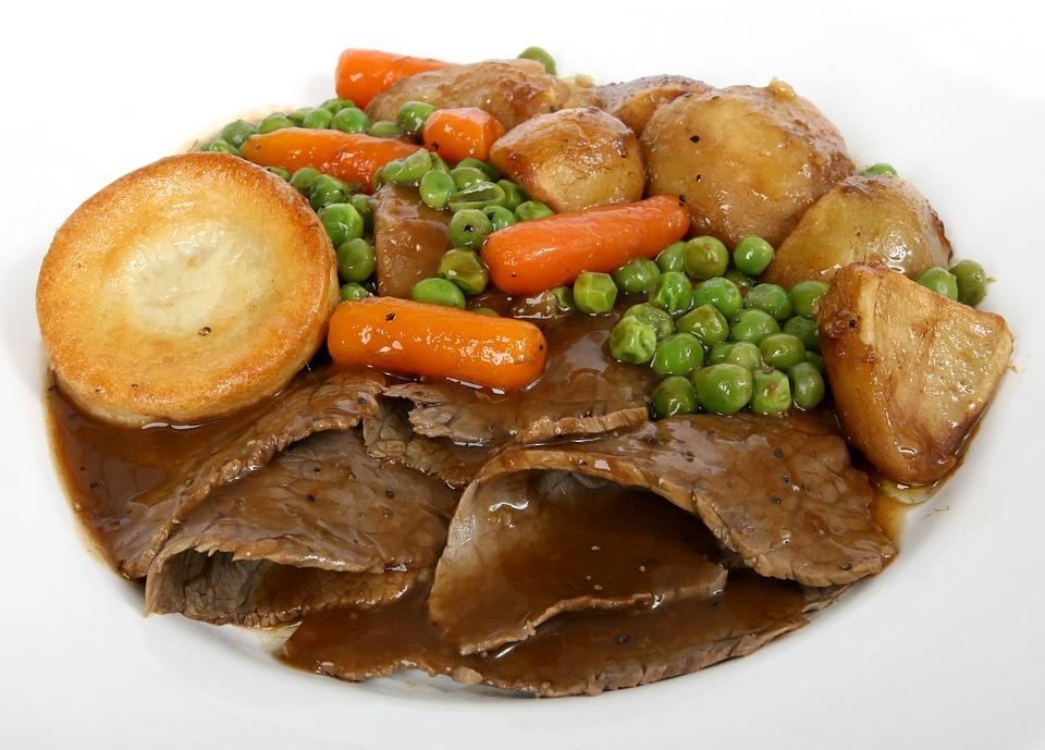 Sunday roast hovězí maso brambory