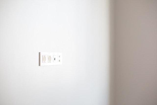 Zásuvky ve stěně